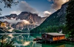 Chata na břehu jezera pro milovníky přírody a soukromí