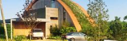Zelené střechy jsou stále oblíbenější. Osloví i vás?