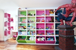 Kam v dětském pokoji schovat dětské hračky, aby nepřekážely?