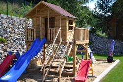 Moderní zahradní hřiště nabízí dětem příjemnou a bezpečnou zábavu