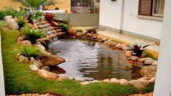 Využijte vody z okapu a vytvořte si vlastní jezírko na zahradě