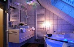 Stylové osvětlení zajistí naší koupelně tu správnou atmosféru