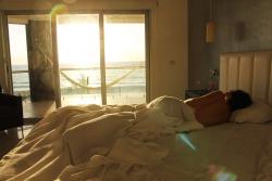I malá ložnice se dá opticky zvětšit. Jak na to?