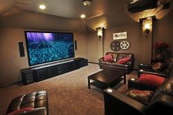 Jednoduchá proměna klasického obývacího pokoje na domácí kino