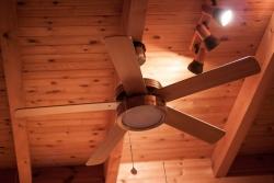 Je pro vás klimatizace drahá? Zkuste tedy stropní ventilátor!